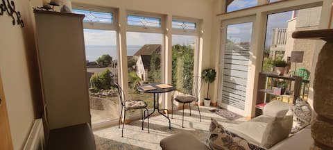 KINGHORN - Lovely Double, Sitting area & Fab views