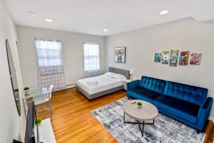 ~~ NEWLY FURNISHED STUDIO ~ East 30 St & 2 Ave ~~