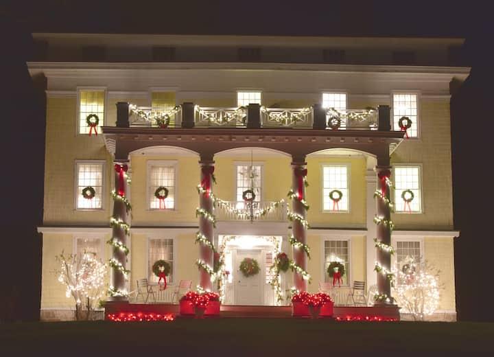 "Brady House - 1827 Historic ""Jewel Box"" Experience"