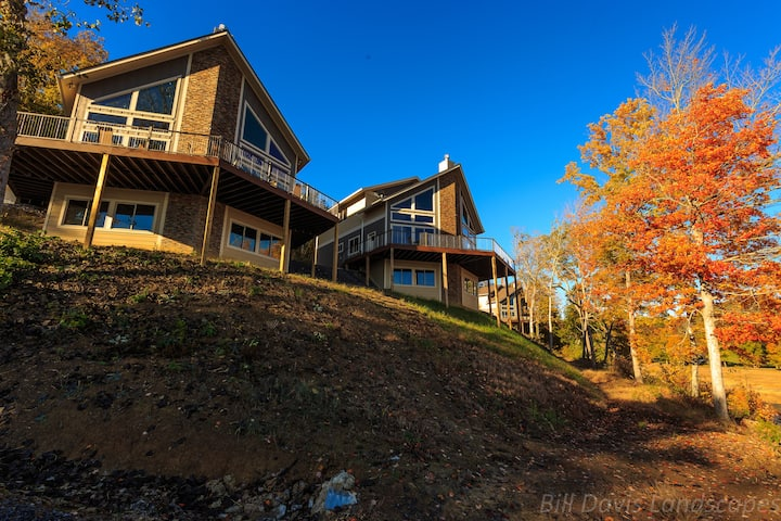 7 Bedroom Lake-Front Cabin near the Smokies! #4