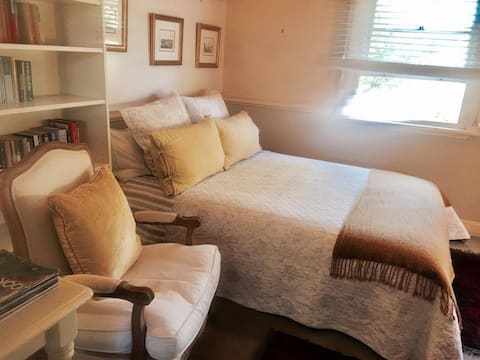Coomassie Cottage - a romantic retreat for two