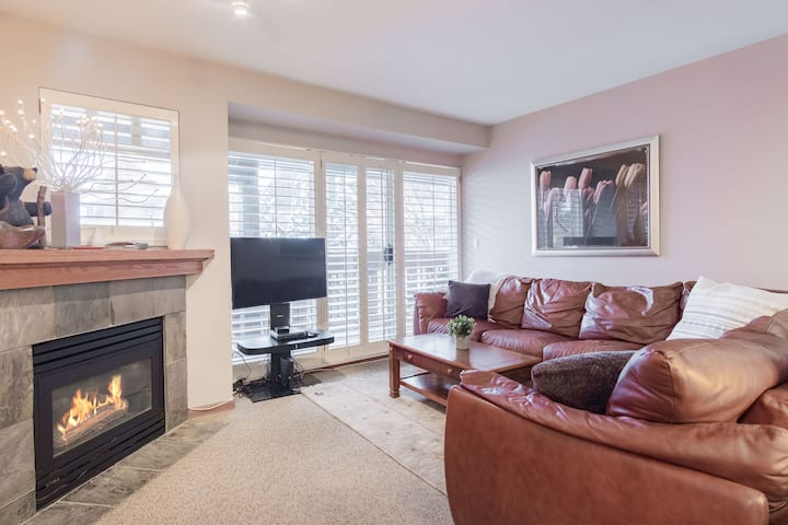 3BDR Townhome in Whistler Village | Pets possible