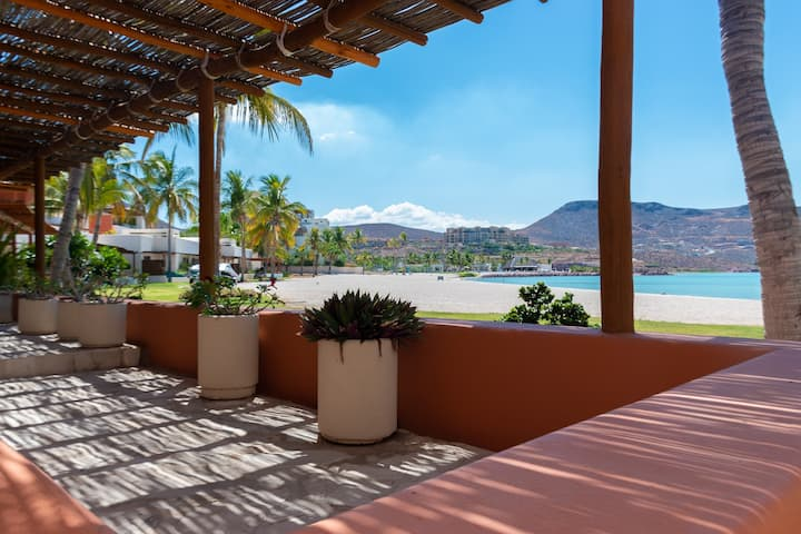 Villa  en la Playa de 3 recámaras. V2