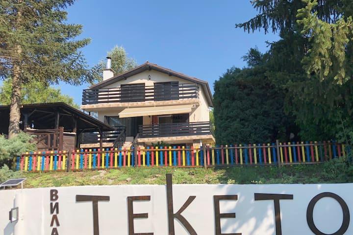 "Family Guest House ""Villa Teketo"""