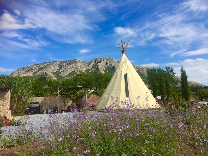'Many Mountains' Teepee - Adult Only Glamping Site