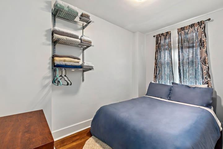 Guest Bedroom on the Second floor. (Smaller room, Full bed)