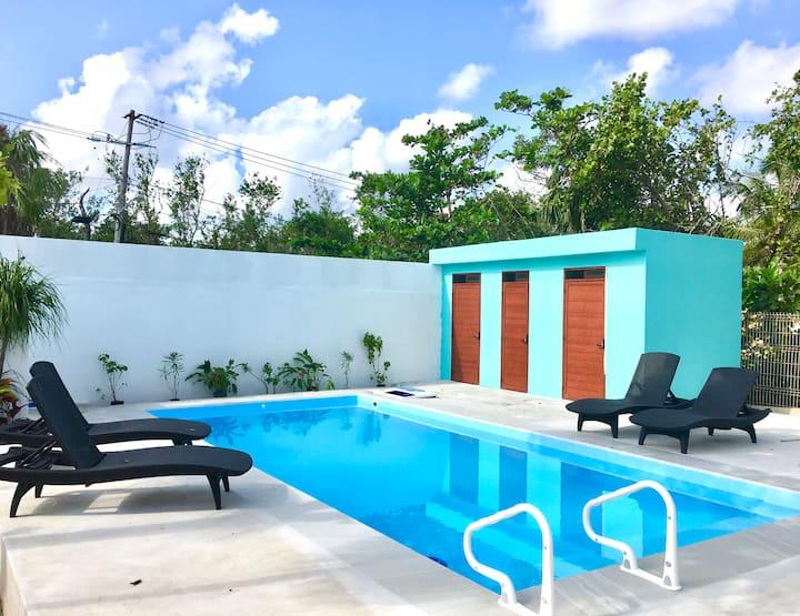 Aqua Guesthouse 3 ~ Steps to the Beach