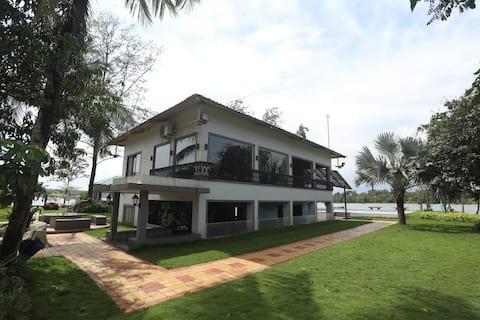 Riverside-Techcons Farm, 16 guests, private pool