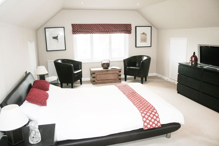 Spacious king size room occupying entire loft space