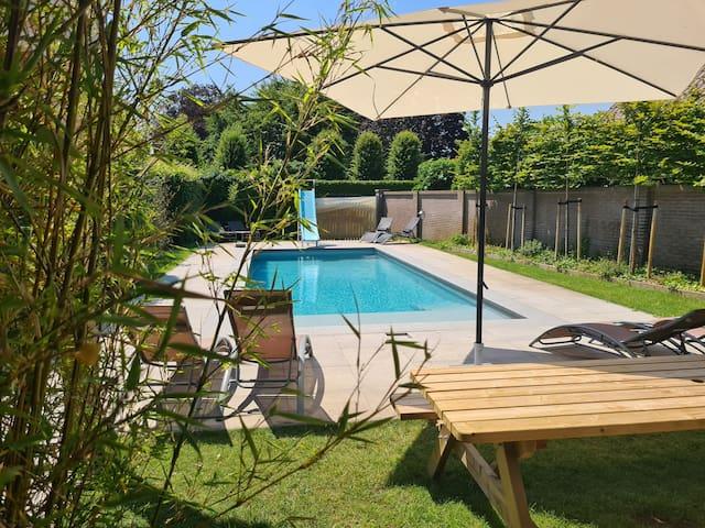Uniek (familie)huis: zwembad, tuin, dieren, spelen