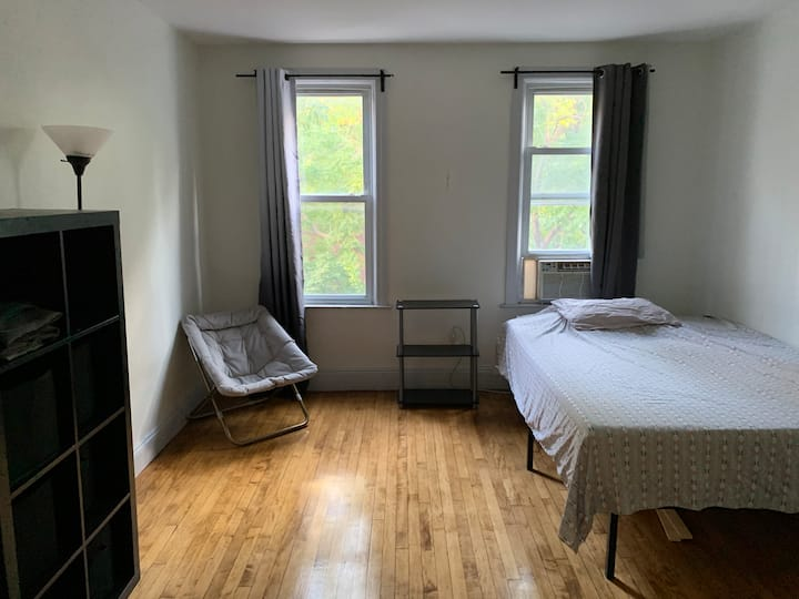BIG Room in Williamsburg with Backyard