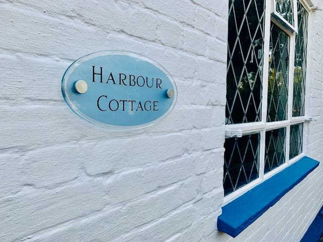 Harbour Cottage - Perfect Location - Large rooms