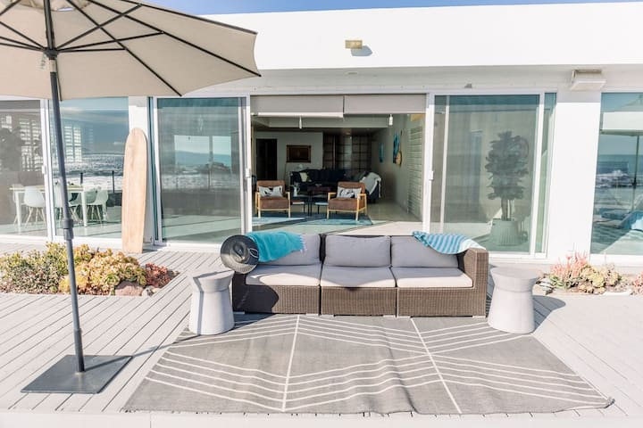 Whitehouse Modern Oceanfront Surf and Beach Escape