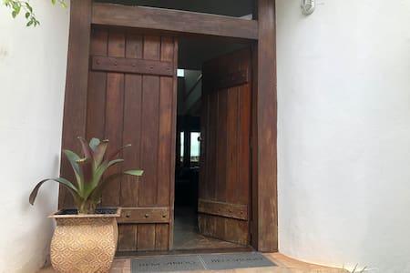 Porta entrada principal.