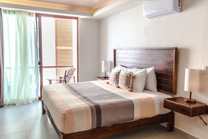 Nice & clean king bed 2 sleeps partial sea view