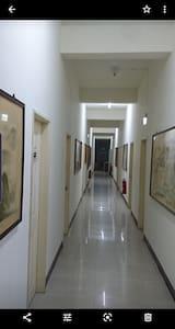 民宿內寬敞明亮的走廊及無障礙空間