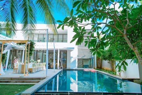 5BR Premium Riverfront villa Sanctuary Ho Tram