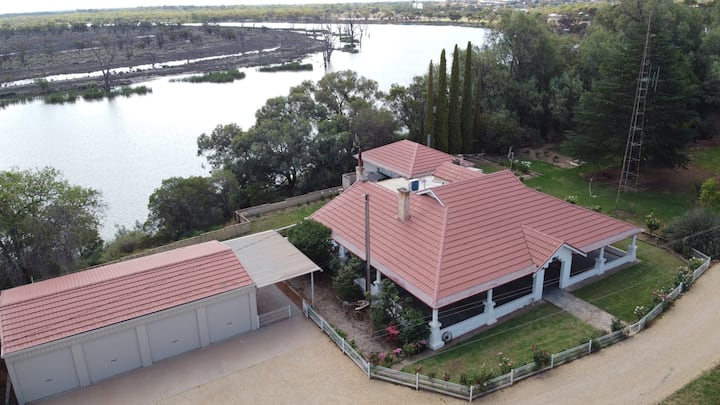 Mundic Homestead - Water Views, Large Private Home