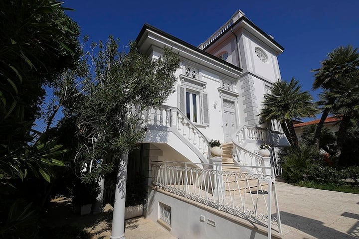 "RESIDENCE ON THE SEA ""VILLA PIANI"" TWO BEDROOM APT"