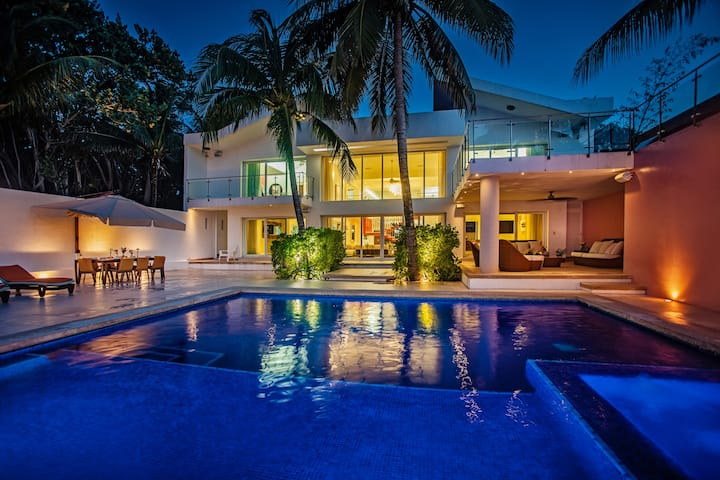 Luxury Beachfront Villa Rosmar