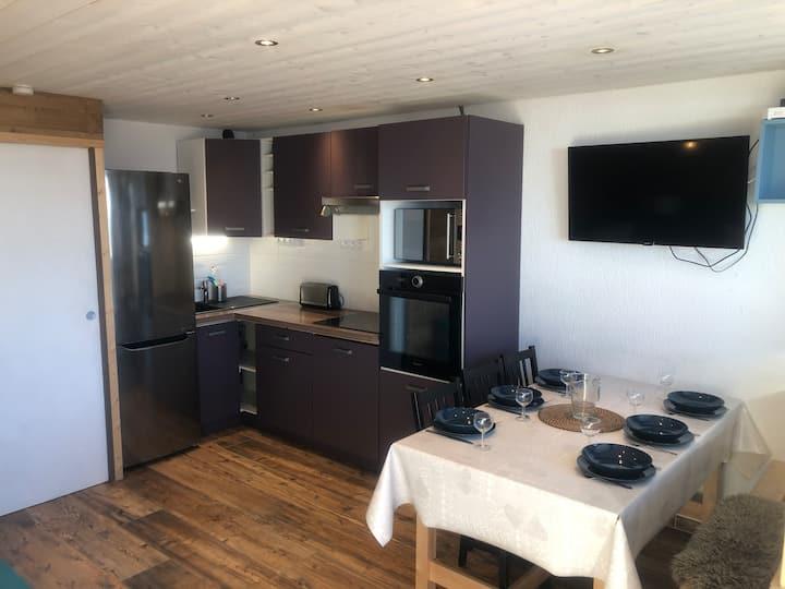 Appartement rénové, couleur et bois