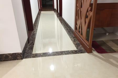 房源内的过道宽110cm,无阶梯,平坦。
