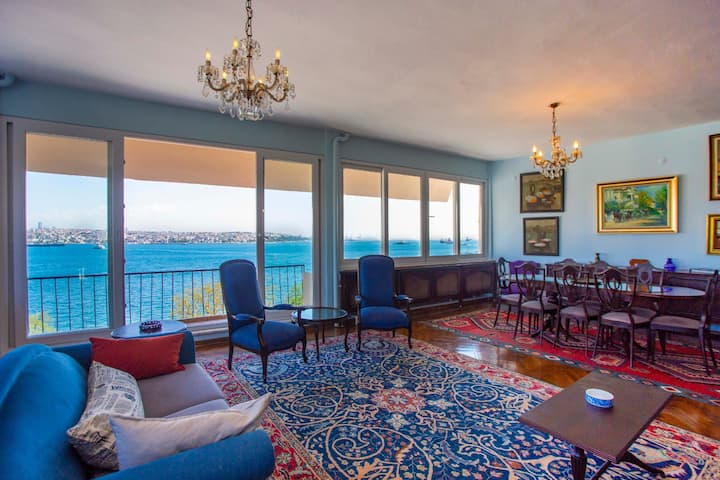 Waterfront Penthouse Apt. with a Stunning View