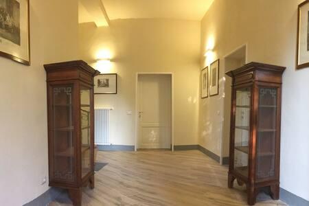 La porta di ingresso dell'appartamento è di 80 cm