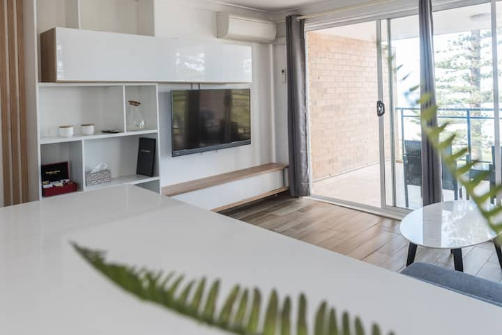 Deluxe Oasis with Panoramic Views of Manly Beach