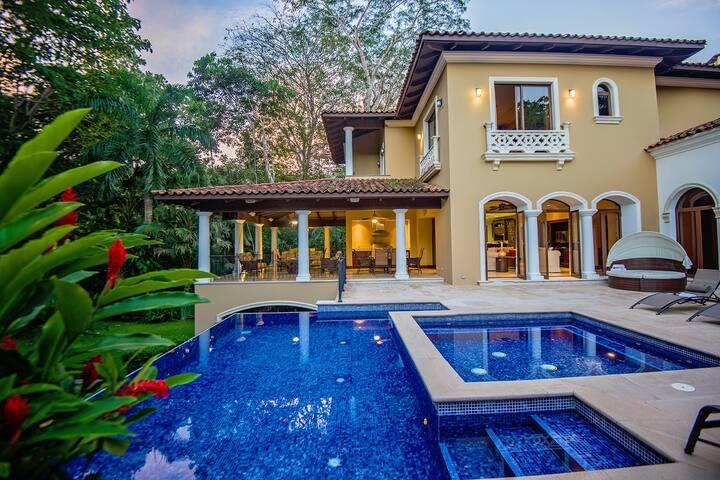 6 bedroom LuxuryHome at Los Suenos w/ large garden