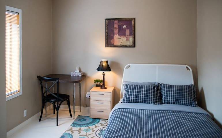 Double cozy room with fridge in Little Italy