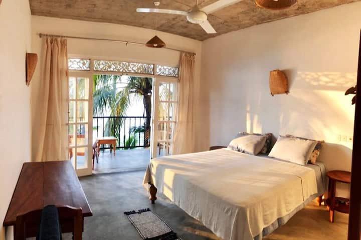 *Long term AC room, ocean view, beach, kitchen*