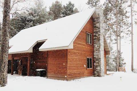 4 Bd 2 Ba Modern cabin on Grindstone Lake, Hayward