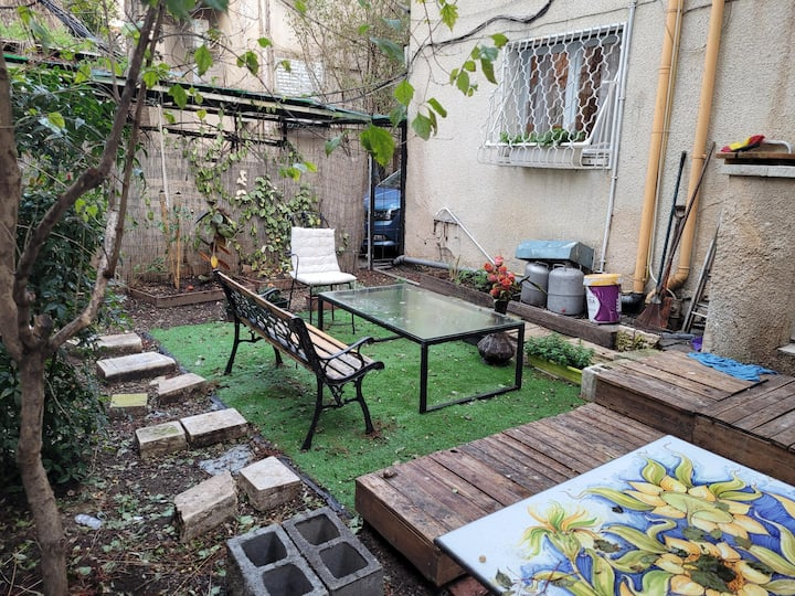 Special Private garden apartment