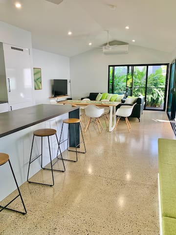 Litoria Mission Beach (couples and small families)