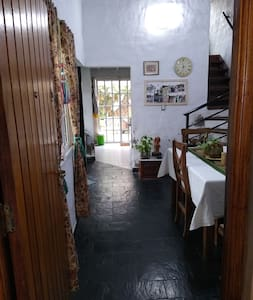 Entrada principal, pasillo desde el living-comedor a la cocina, totalmente llano.