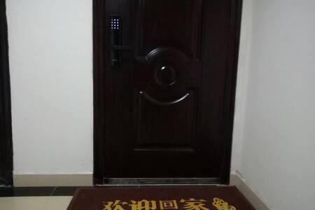 入住的房源的大门
