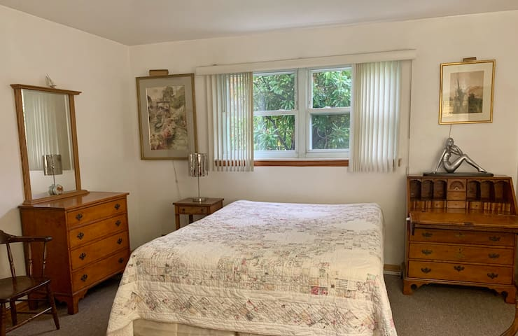 Big BR, Private Bath, near LIRR, NYC & Beaches
