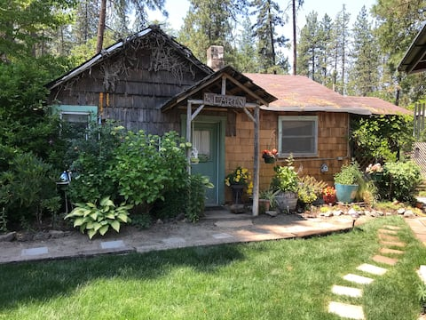 Rustic Log Cabin Cottage in the woods