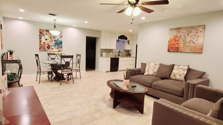 Tall City Retreat @Bentwood-Spacious-comfy home
