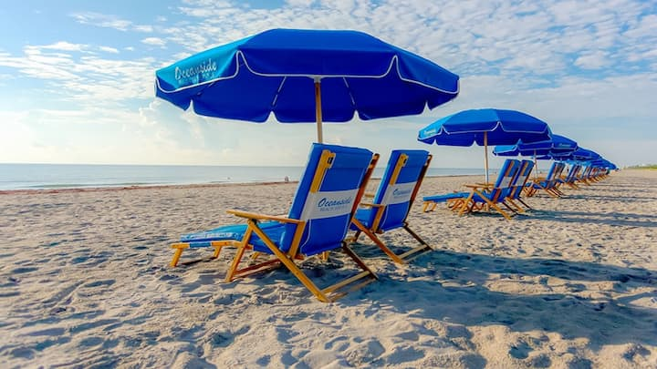 Beach Retreat-W/Cabana Service*Walk to Downtown*