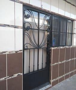 puerta de entrada al departamento