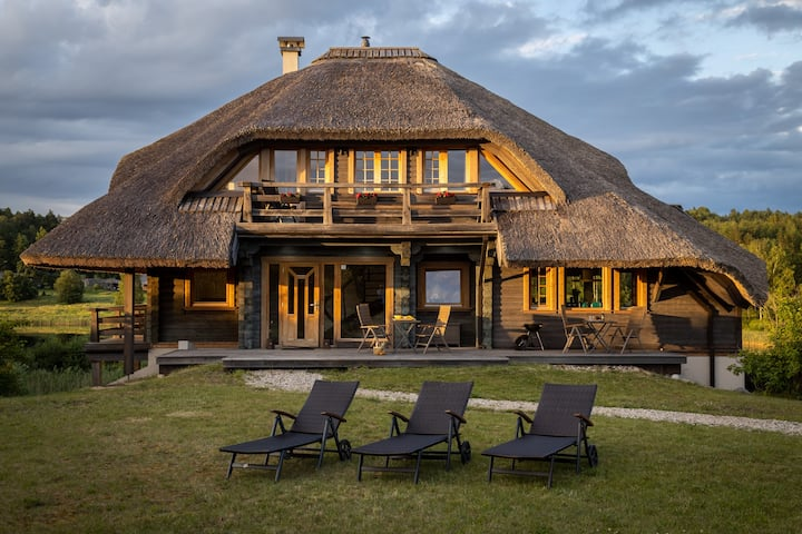 Beautiful chalet with jacuzzi & sauna nearby Riga