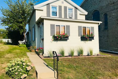 Cozy Home in Starved Rock Country-Walk to Downtown