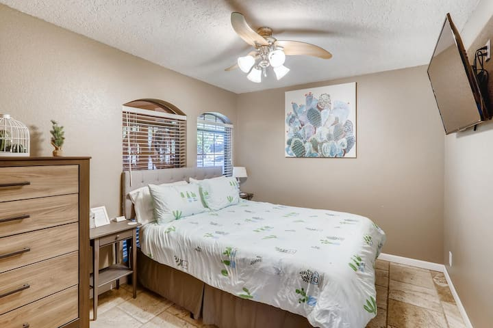 """The 4th bedroom at Glendale Oasis includes a queen bed and private Television. The quaint and cozy """"Cactus Room"""" has a chest to store your clothing and has tile floors."""