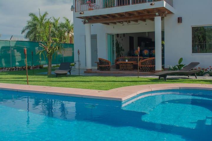 Fast Wifi & Great Pool, Peaceful Getaway 5BR Home