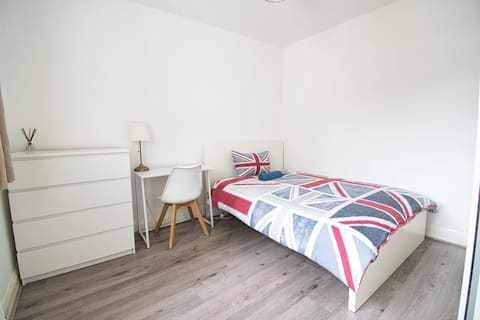 Aldgate - Cosy and light - Long term welcome!