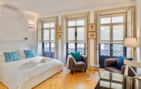 JOY studio apartment in the heart of Porto, A/C