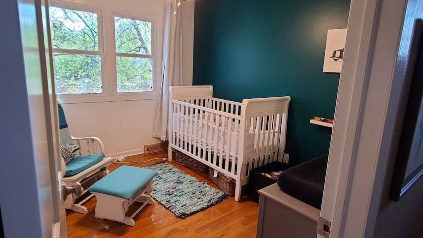 Bedroom #4 (crib or optional adult-size cot)