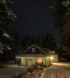 Although on a dark street, our cabin will be well lit from the outside to make it easier to find.